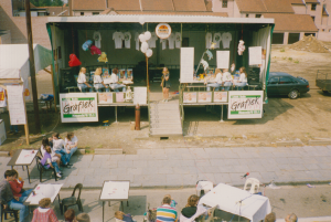 Performance of a singer; promotion team of Radio Grafiek; in the front table and microphones for interviews live broadcast